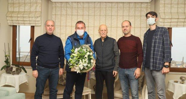 Abdullah Avcı'dan efsane Teknik Direktörümüz Ahmet Suat Özyazıcı'ya ziyaret