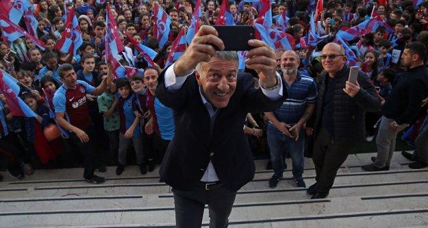 Ahmet Ağaoğlu, Şehit Gürhan Yardım İlköğretim Okulu'nu ziyaret etti