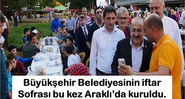 Büyükşehir Belediyesinin iftar  Sofrası bu kez Araklı'da kuruldu.
