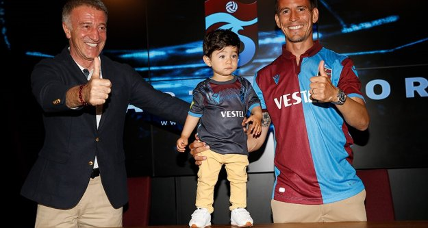 Joao Pereira ile sözleşme yeniledik
