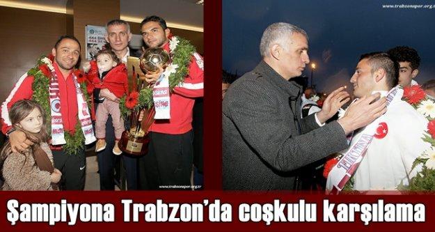Şampiyon liseye Trabzon'da coşkulu karşılama