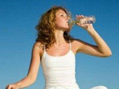 Suyu Oturarak İçmek Hastalıklardan Koruyor