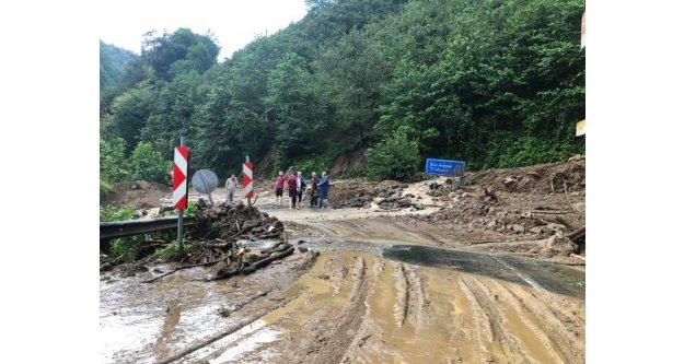 Trabzon'da şiddetli yağış heyelana yol açtı!