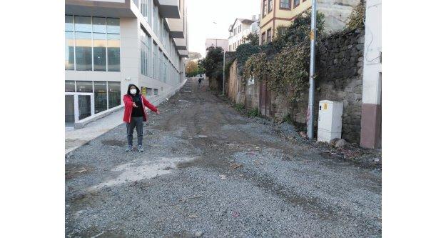 Vatandaşlar Belediye hizmetlerinden dolayı yaşadıkları sorunları dile getirdiler.