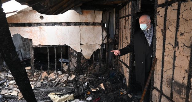 Zeki Cevahire ait ev gece çıkan yangında kullanılmaz hale geldi